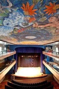 Detalhe da obra no teto do Teatro Guarany em Santos